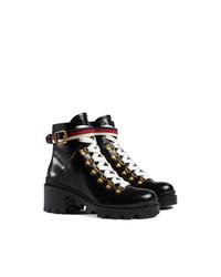 schwarze flache Stiefel mit einer Schnürung aus Leder von Gucci