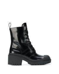 schwarze flache Stiefel mit einer Schnürung aus Leder von Marc Jacobs