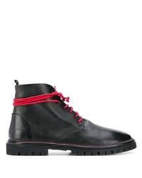 schwarze flache Stiefel mit einer Schnürung aus Leder von Marsèll