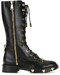 schwarze flache Stiefel mit einer Schnürung aus Leder von Moschino