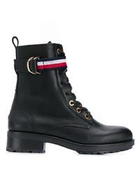 schwarze flache Stiefel mit einer Schnürung aus Leder von Tommy Hilfiger