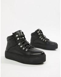schwarze flache Stiefel mit einer Schnürung aus Leder von Vagabond