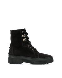 schwarze flache Stiefel mit einer Schnürung aus Wildleder von Tod's