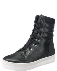 schwarze flache Stiefel mit einer Schnürung aus Leder von Maruti
