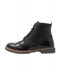 schwarze flache Stiefel mit einer Schnürung aus Leder von s.Oliver