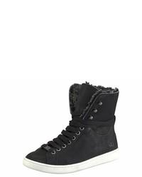 schwarze flache Stiefel mit einer Schnürung von UGG