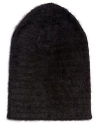 schwarze flauschige Mütze