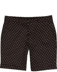 schwarze gepunktete Shorts