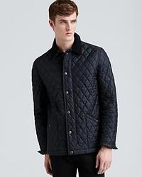 schwarze gesteppte Jacke mit einer Kentkragen und Knöpfen