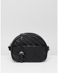 schwarze gesteppte Leder Umhängetasche von Bershka