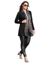 schwarze Jacke mit einer offenen Front von Emilia Lay