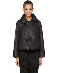 schwarze Jacke von Issey Miyake
