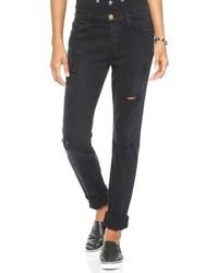 schwarze Jeans mit Destroyed-Effekten