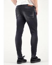 schwarze Jeans mit Destroyed-Effekten von Le Temps des Cerises
