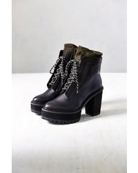 schwarze klobige Schnürstiefeletten aus Leder