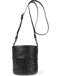 schwarze Leder Beuteltasche von Bottega Veneta