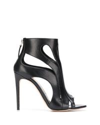 schwarze Leder Stiefeletten mit Ausschnitten von Alexander McQueen
