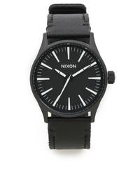 schwarze Leder Uhr von Nixon