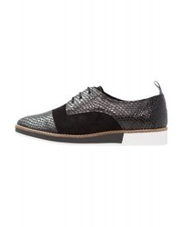 schwarze Oxford Schuhe von KIOMI