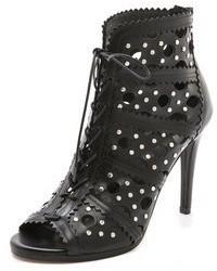 schwarze Schnürstiefeletten aus Leder mit Ausschnitten von Stuart Weitzman