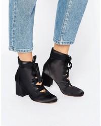 schwarze Schnürstiefeletten von Asos