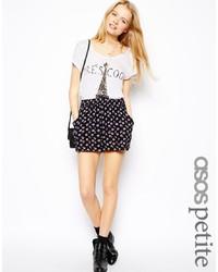 schwarze Shorts mit Blumenmuster von Asos Petite