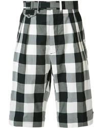 schwarze Shorts mit Karomuster