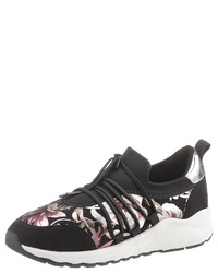 schwarze Slip-On Sneakers aus Segeltuch mit Blumenmuster von S.OLIVER RED LABEL