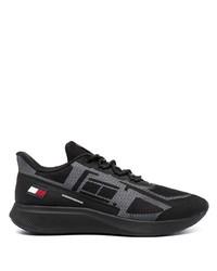 schwarze Sportschuhe von Tommy Hilfiger