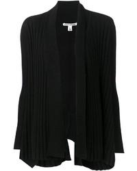schwarze Strickjacke mit einer offenen Front