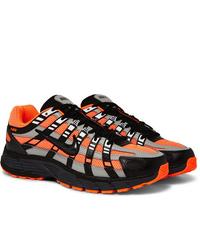 schwarze und orange Sportschuhe von Nike