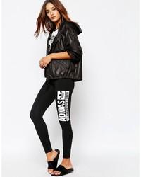 schwarze und weiße bedruckte Leggings von adidas