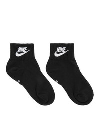 schwarze und weiße bedruckte Socken von Nike