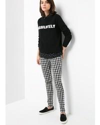 schwarze und weiße enge Hose mit Karomuster