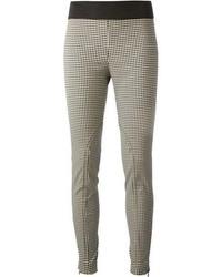 schwarze und weiße enge Hose mit Vichy-Muster