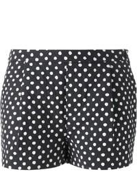 schwarze und weiße gepunktete Shorts