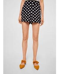 schwarze und weiße gepunktete Shorts von Mango