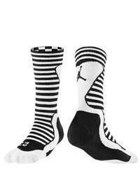 schwarze und weiße horizontal gestreifte Socke