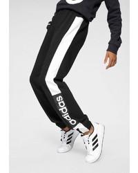 schwarze und weiße Jogginghose von adidas