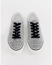 schwarze und weiße niedrige Sneakers mit Karomuster von ASOS DESIGN