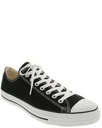 schwarze und weiße Segeltuch niedrige Sneakers