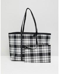 schwarze und weiße Shopper Tasche aus Leder mit Karomuster von Stradivarius