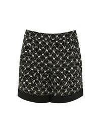 schwarze und weiße Shorts mit geometrischen Mustern
