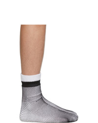 schwarze und weiße Socken von Random Identities