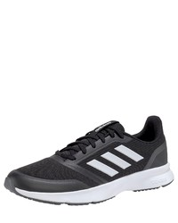 schwarze und weiße Sportschuhe von adidas
