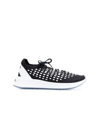 schwarze und weiße Sportschuhe von Puma
