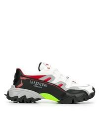 schwarze und weiße Sportschuhe von Valentino