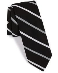 schwarze und weiße vertikal gestreifte Krawatte