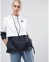 schwarze und weiße Windjacke von Nike
