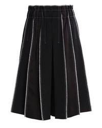 schwarze vertikal gestreifte weite Hose von DKNY